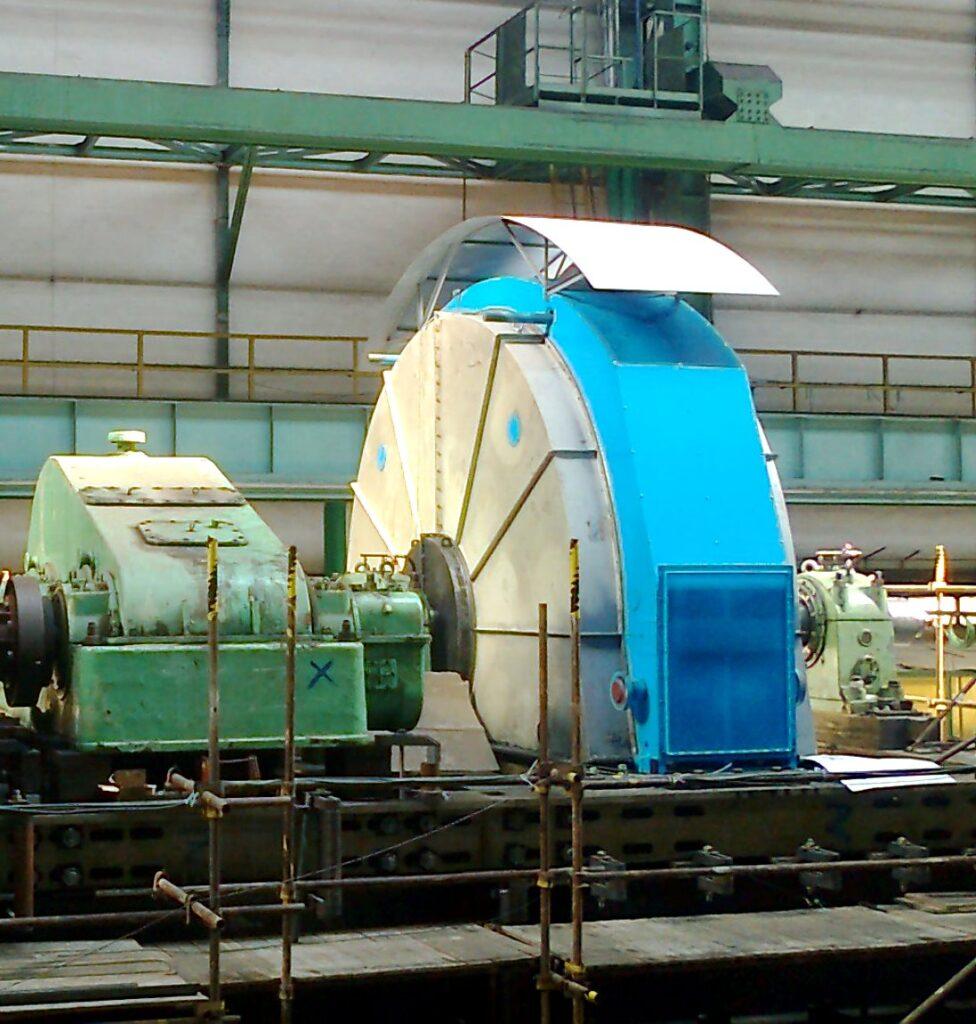 Synchronní motor 6MW při zkouškách na zkušebně