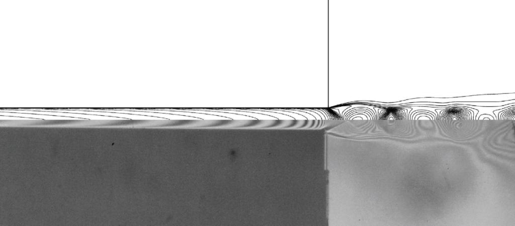 Porovnání vypočtených čar konstantní hustoty (horní polovina) s naměřenými interferenčními proužky.